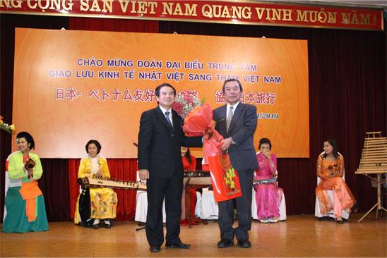 右:森理事長左:タオベトナム鉄道会社副総裁