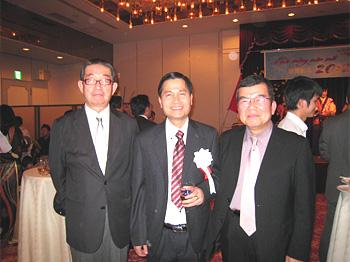 右から上田副理事長、ティーン総領事、織田専務理事