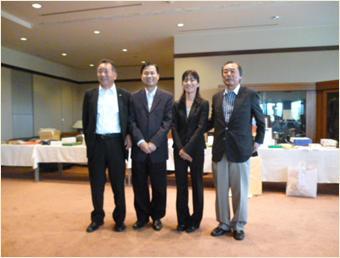 左から前田副理事長・ティーン総領事・三日月令夫人・森理事長